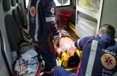 Jovem foi socorrido em estado grave por equipe do Samu (Foto: Sidnei Bronka)