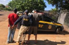 Acusados sendo encaminhados para a delegacia - Foto: Adilson Domingos
