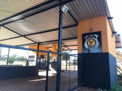 Fachada do Centro Penal Agroindustrial da Gameleira, na manhã deste sábado (Foto: Daniele Errobidarte/Campo Grande News)