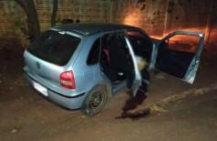 Jovens foram executados dentro do carro - Foto: Jornal da Nova
