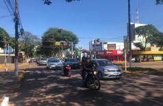 Veículos fazem passeata pedindo a reabertura do comércio de Dourados -Foto: Miriam Névola/TV Record