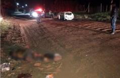 O outro corpo, parcialmente queimado, foi localizado à beira da estrada (Foto: Direto das Ruas)