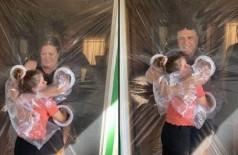 Menina de 10 anos inventa cortina com mangas de plástico para poder abraçar avós (Foto: reprodução)