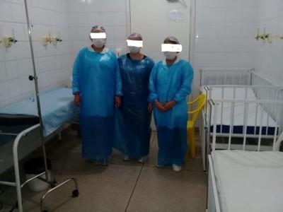 Servidor da saúde postou foto com Equipamento de Proteção Individual de plástico (Foto: Reprodução/Facebook)