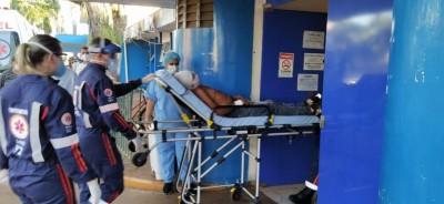 Homem foi socorrido para o Hospital da Vida - Foto: Sidnei Bronka
