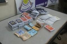 Baralhos e dinheiro apreendido pela Guarda