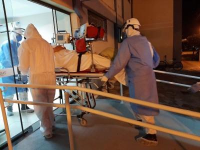 Paciente do MT sendo encaminhado para hospital de MS - Foto: Márcio Neto