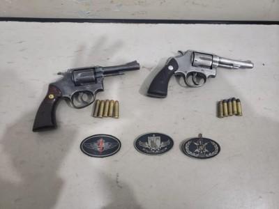 Armas apreendidas com os acusados - Foto: PM