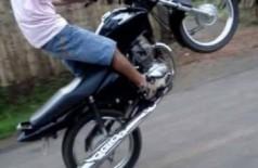 Sem CNH, jovem é preso ao fazer manobras perigosas e fugir da polícia em Dourados