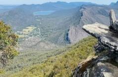 Pedra em penhasco no Parque Nacional Grampians, na Austrália, de onde visitante caiu - Foto: Reprodução/Instagram