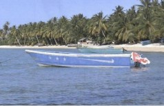 Barco com 649 quilos de cocaína encalhado nas Ilhas Marshall - Foto: AFP