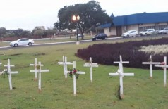 Cruzes lembram mortes da covid em Dourados - Foto: Arquivo