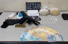 Jovens são presos pelo Getam que apreende arma de fogo e pasta base de cocaína em Dourados
