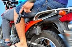 Jovem é assaltado a caminho do trabalho por dupla em moto
