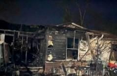 Casa em Waco após incêndio: perda de olfato com a Covid-19 quase foi fatal para moradores (Foto: Reprodução/KWTX)