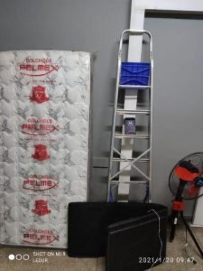 Autor dos furtos e compradores dos objetos foram levados para delegacia (Foto: Divulgação/PMMS)