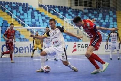 Time douradense começou perdendo, com Augusto, mas igualou em 1 a 1 com Eduardo (Foto: Leonardo Hübbe)