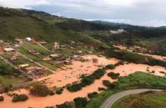 Água e lama invadiram posto de saúde que guardava os imunizantes (Foto: Corpo de Bombeiros Militar de Minas Gerais)
