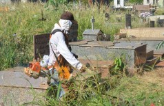 Cemitérios públicos foram roçados nesta semana, quando procurador apresentou contestação às acusações do MPE no processo (Foto: Leandro Silva/Divulgação Prefeitura)