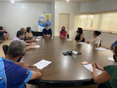 Reunião para assinatura do contrato aconteceu na sala de reuniões do Gabinete do Prefeito