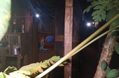 Homem foi encontrado morto no sofá da residência - Foto: Sidnei Bronka