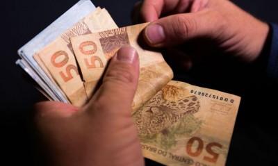 Fim de auxílio e despesas de início de ano elevaram saques (Foto: Marcello Casal Jr./Agência Brasil)