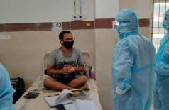 Paciente internado com Covid-19 na Índia viraliza ao estudar para prova (Foto: Reprodução/Twitter)