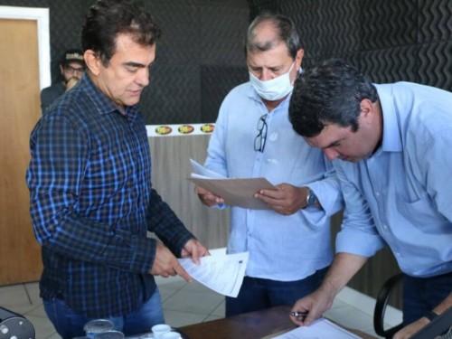 Deputado Marçal com os secretários de Estado Sérgio de Paula e Eduardo Riedel