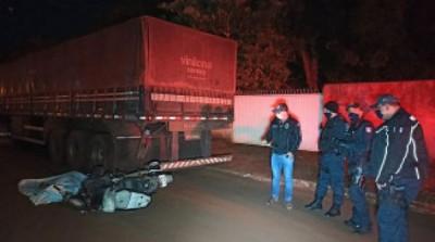 Polícia Civil identifica motociclista que morreu após bater em carreta para em Dourados