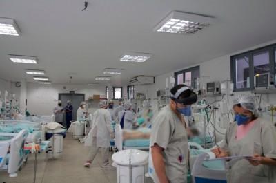 Das 161 pessoas internadas em Dourados com o novo coronavírus, 85 ocupam enfermarias e 77 leitos de UTI (Foto: Marcos Silva/Divulgação)