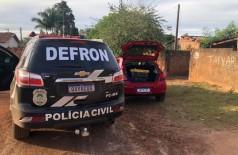 Criminosos foram abordados no interior de um automóvel GM Ônix, que se encontrava estacionado na via pública (Foto: Divulgação/Polícia Civil)