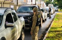 Os agentes de trânsito têm atuado em diversos pontos da cidade.(Foto: Divulgação/Prefeitura de Dourados)