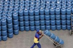 O menor preço encontrado no gás de cozinha em Dourados, já com a entrega em domicílio inclusa, foi de R$ 90,00 e o maior preço foi de R$ 105,00. (Foto: Agência Brasil)