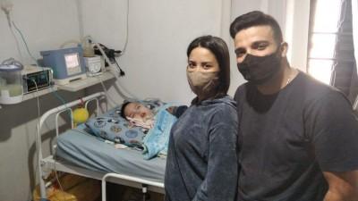 Vicente com os pais Millena e Lucas