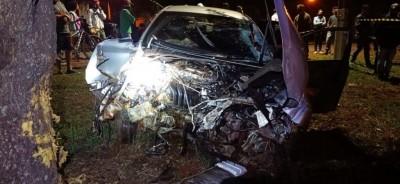 Carro ficou com a frente destruída - Foto: Rio Brilhante em Tempo Real