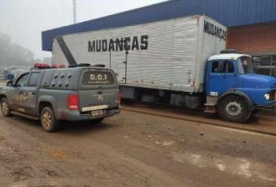 DOF apreende caminhão de mudança com 3 toneladas de maconha