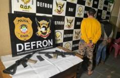Paraguaios são presos com fuzis e carros de luxo na fronteira pela Defron