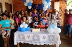 Marçal com a família da aniversariante Thais Moraes, de Naviraí