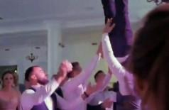 Noivo é jogado para o alto em festa de casamento na Romênia (Foto: Reprodução)