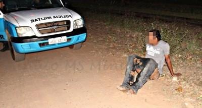 PM prende homem com calças arriadas em Três Lagoas