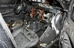 Carro de esposa de policial é alvo de incêndio no interior