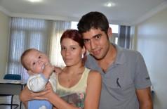 Allian e Gabriela com o filho (94FM)