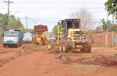 Máquinas da prefeitura durante serviços executados no bairro (Divulgação)