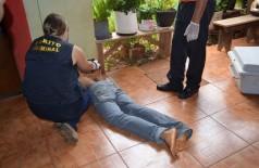 Giovane correu por quase 100 metros após ser baleado, entrou numa casa e morreu no quintal (Sidnei Bronka)