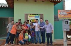 Marçal Filho entrega casa ao lado de patrocinadores (Mayara Freire)