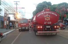 Bombeiros enviaram três viaturas para conter as chamas e socorrer vítimas (Sidnei Bronka)