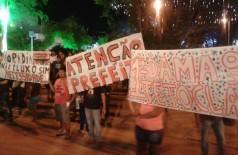 Grupo de sem teto faz manifestação no 'Dourados Brilha'