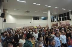 Sem teto exibiram faixas e cartazes com reivindicações por moradias durante a sessão solene na Câmara de Doura... (André Bento)