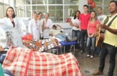 Pacientes renais crônicos são surpreendidos com festa natalina na Santa Casa