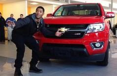 Tom Brady cumpre promessa, e 'herói pobre' do Super Bowl recebe carro de R$ 67 mil